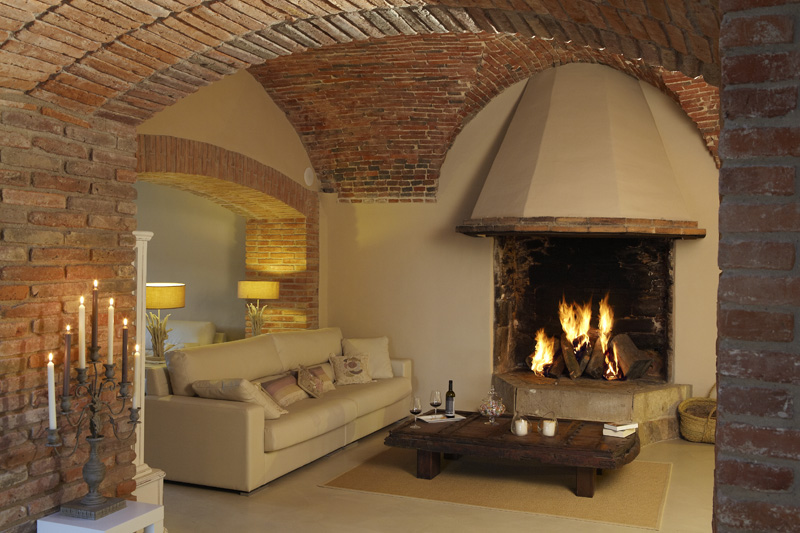 010204-spain-catalonia-girona-luxury-villa-salon-sitting-room-2