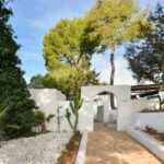 020305-spain-balearic-islands-ibiza-luxury-villa-outdoor-exterior-entrance