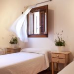 010402-spain-balearic-islands-formentera-luxury-villa-bedroom-habitacion-2