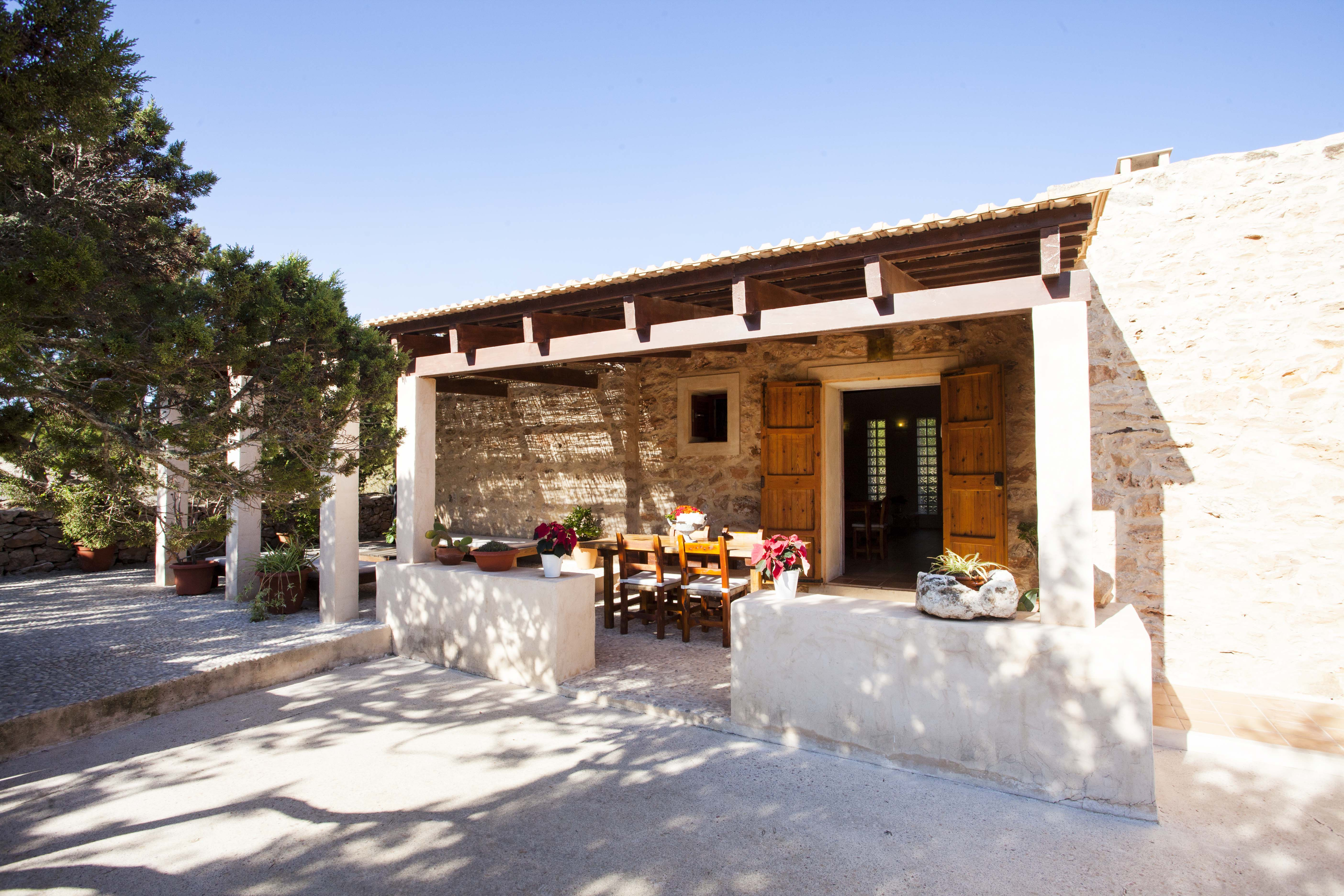 010402-spain-balearic-islands-formentera-luxury-villa-outdoor-exterior-porche-porch-1