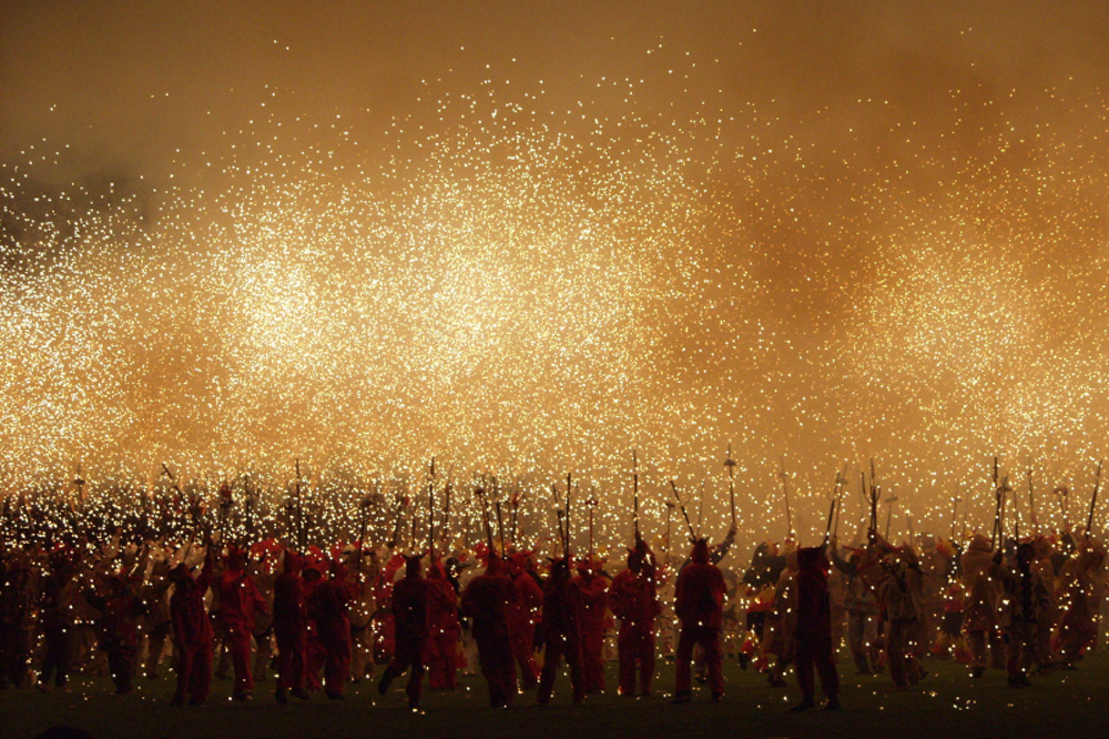 catalonia-luxury-travel-tradition-correfocs