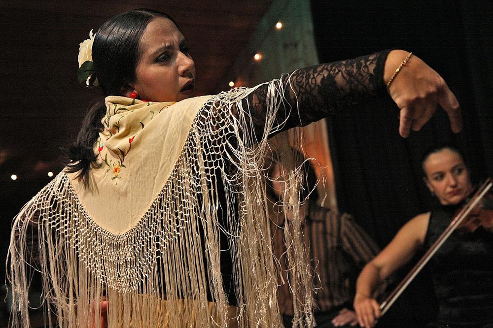 spain-luxury-travel-concierge-dmc-andalusia-flamenco-dancer