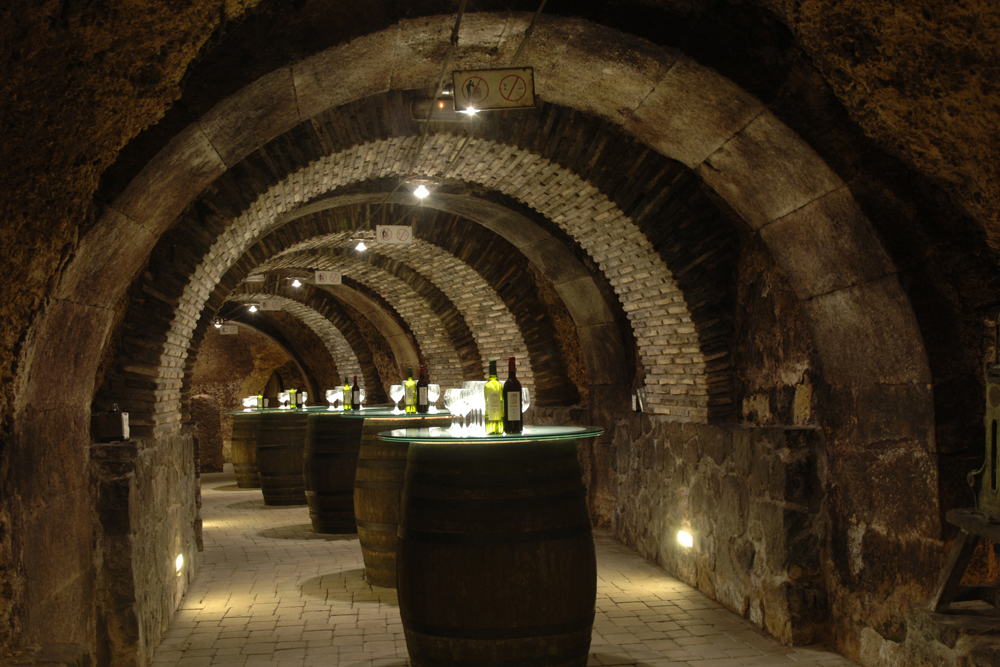 ©basquetour spain-luxury-travel-concierge-dmc-euskadi-rioja-alavesa-laguardia-cellar-wine-el-fabulista