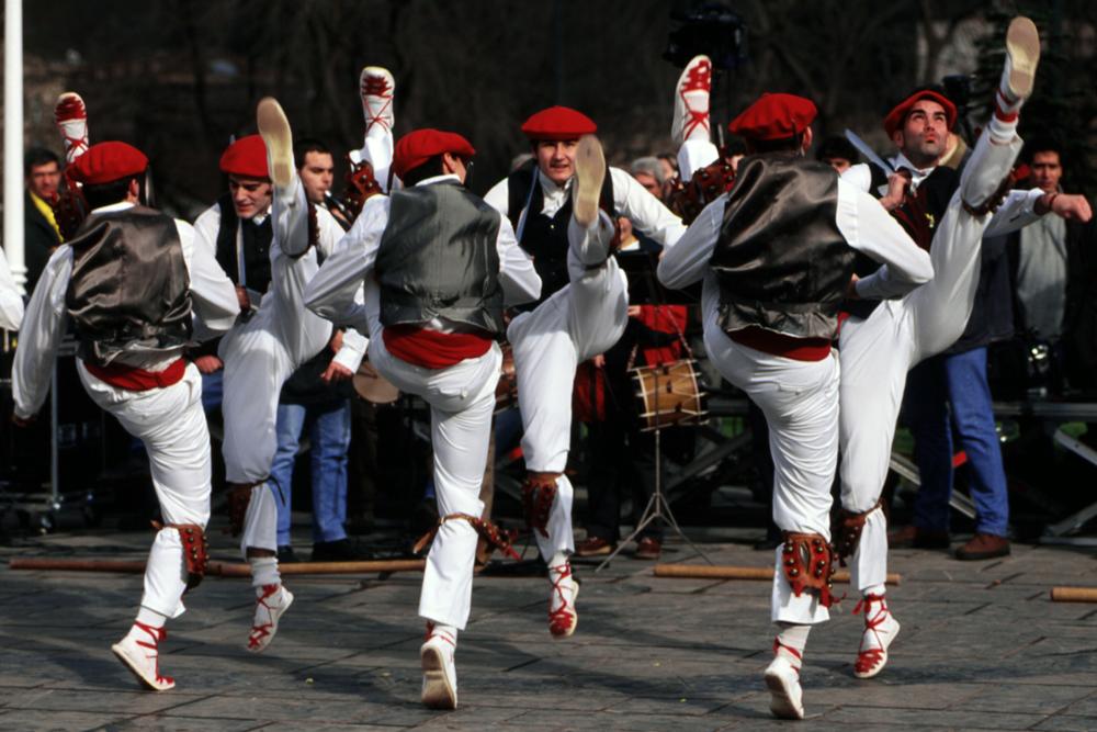 spain-luxury-travel-concierge-dmc-euskadi-tradition-dances