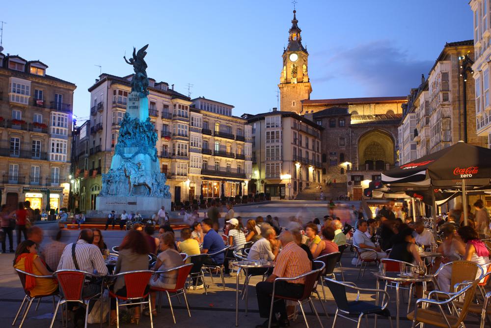 spain-luxury-travel-concierge-dmc-euskadi-vitoria-old-city-plaza-de-la-virgen-blanca