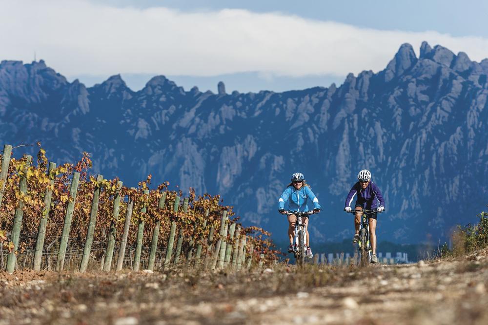 ©agenciacatalanaturismo ©Marc Castellet spain-luxury-travel-incoming-dmc-concierge-catalonia-montserrat-bike-tour