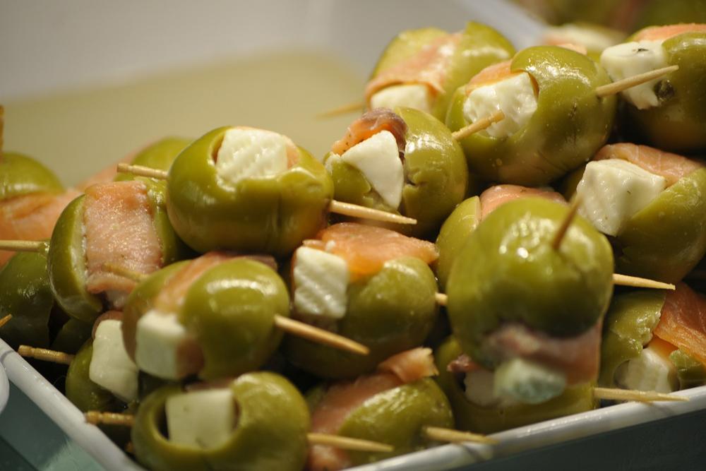 spain-luxury-travel-concierge-dmc-euskadi-tapas-olives