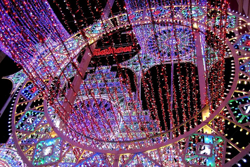 spain-valencia-fallas-street-lighting