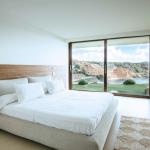 020304-spain-balearic-islands-ibiza-luxury-villa-bedroom-habitacion-2