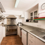 010201-spain-bcn-garrotxa-villa-luxury-cocina-professional-kitchen2