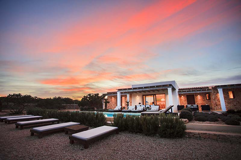 010405-spain-balearic-islands-formentera-luxury-villa-outdoor-night-noche-exterior