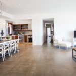 010405-spain-balearic-islands-formentera-luxury-villa-salon-dining-livingroom-kitchen-3