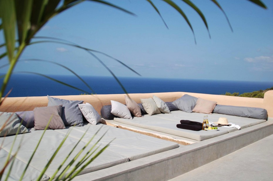 010406-spain-balearic-islands-formentera-luxury-villa-exterior-outdoor-chill-out-1